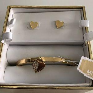 NWT Michael Kors Heart Gift Set !!